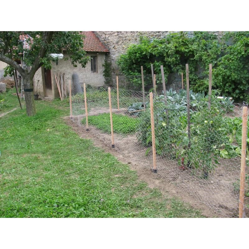Clôture grillagée en bois pour protéger potager - Jardin et Saisons