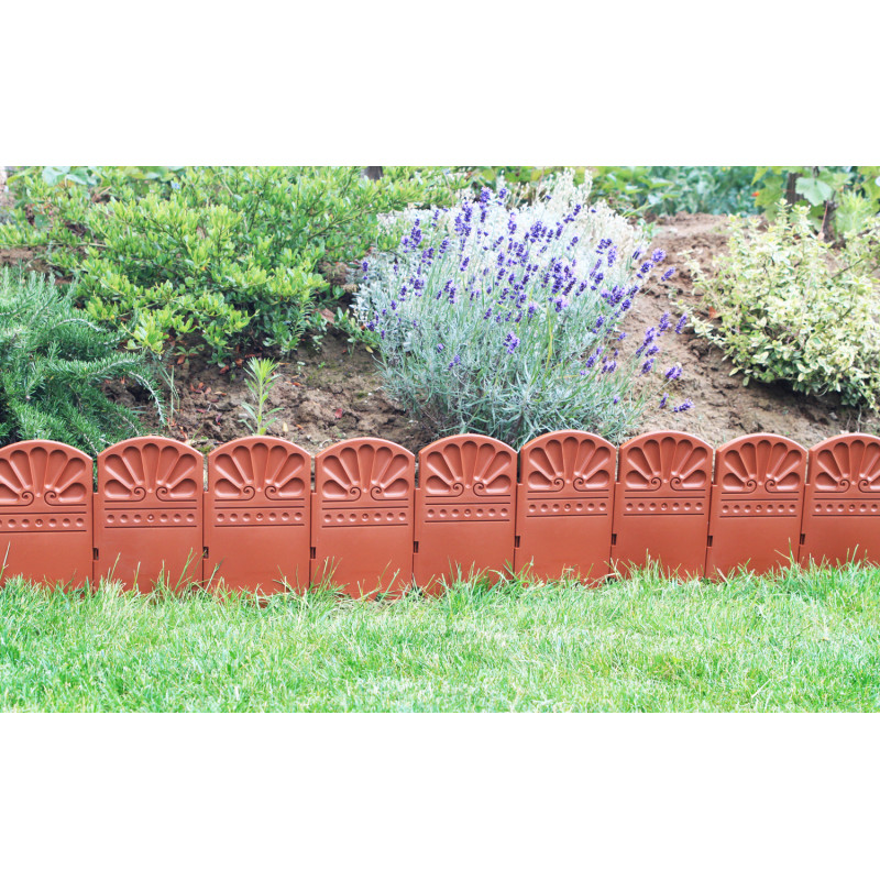Bordure de jardin en plastique de couleur marron par for Bordure de jardin en bambou