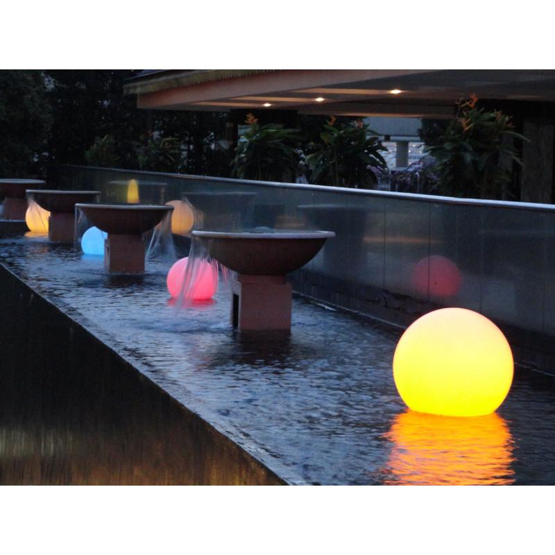 boule lumineuse multicolore sans fil jardin et saisons. Black Bedroom Furniture Sets. Home Design Ideas