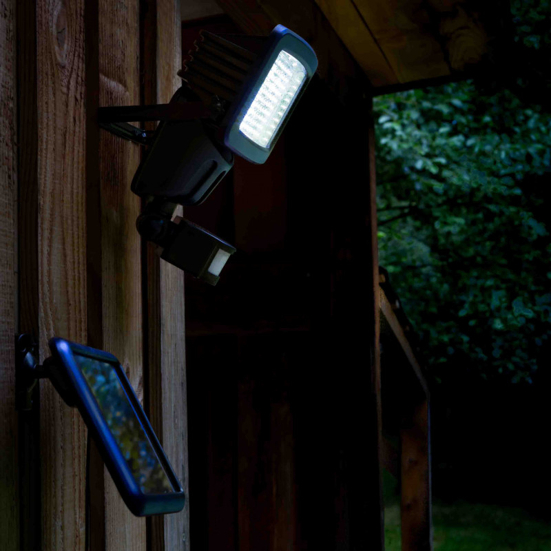 Projecteur solaire led avec d tecteur de mouvement jardin et saisons for Projecteur led avec detecteur