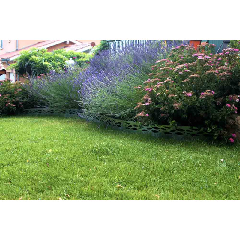 Bordure de jardin en acier galvanis id es sur les parcs for Bordure jardin acier
