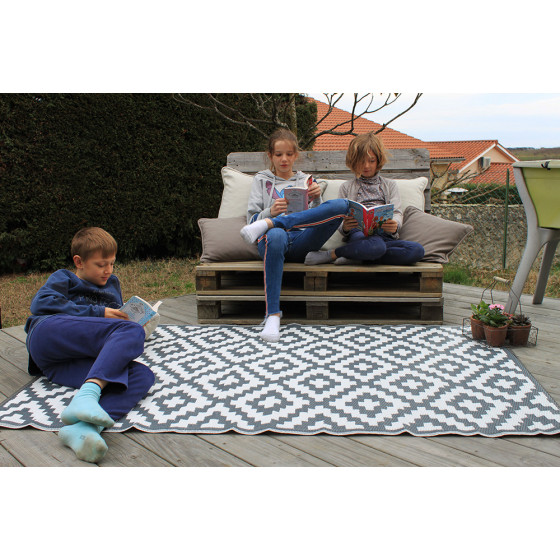 tapis d 39 exterieur pour terrasse gris et blanc de jardin et. Black Bedroom Furniture Sets. Home Design Ideas